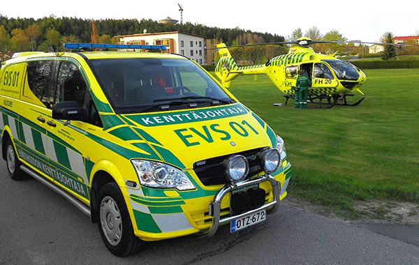 Ambulanssi ja lääkärihelikopteri,