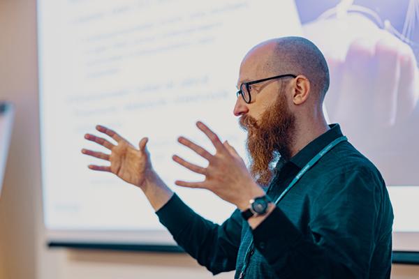Kyberturvallisuuskeskuksen johtava asiantuntija Juhani Eronen.