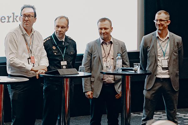 Janne Lautanala, Marko Hassinen, Antti Kauppinen ja Sasa Haavisto keskustelussa.