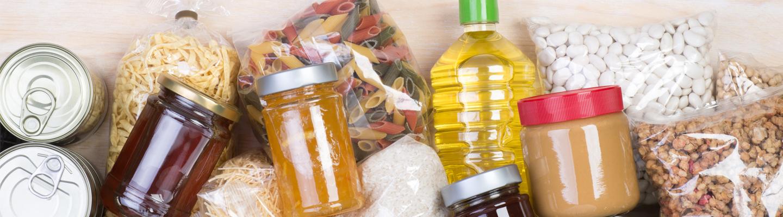 Kotivaramateriaalia: erilaisia kuivamuonia ja juomia.