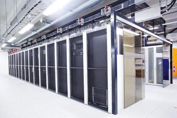 Erillisverkkojen konesali.