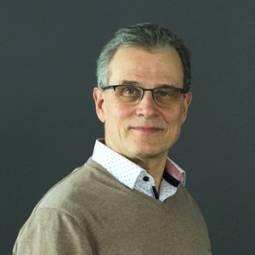 Kuvassa Pekka Tynkkynen