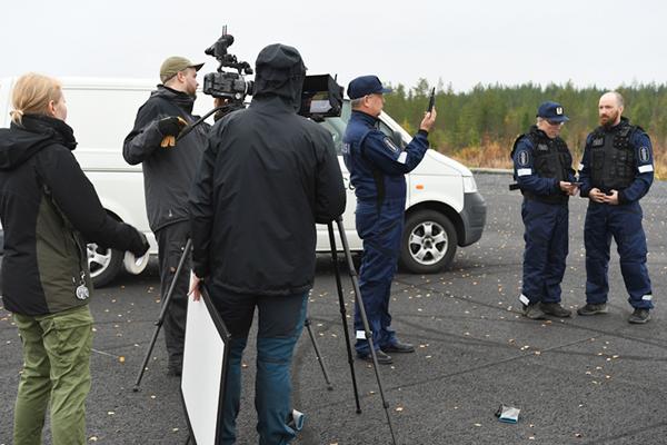 """""""Poliisin hälytystehtävää mukailevan videon tekeminen kenttätestistä osoittautui hyödylliseksi koko tutkimuksen kannalta. Aiomme tehdä videon myös kahdesta tulevasta kenttätestistä. Keskitymme tutkimuksessa seuraavaksi laajakaistatarpeisiin maaseutuyrityksissä"""", kertoo PRIORITY-hankkeen projektipäällikkö Harri Posti."""