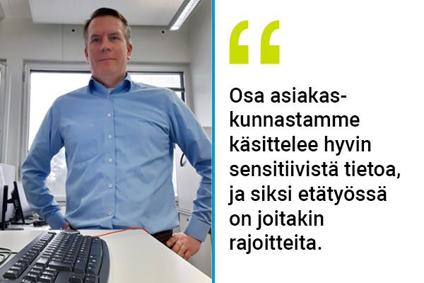 Jani Nyström toimistolla.