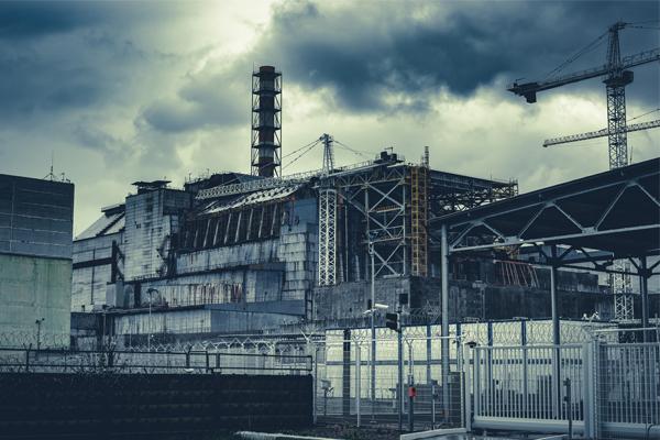 Tšernobylin  onnettomuudessa vaurioitunut voimala.